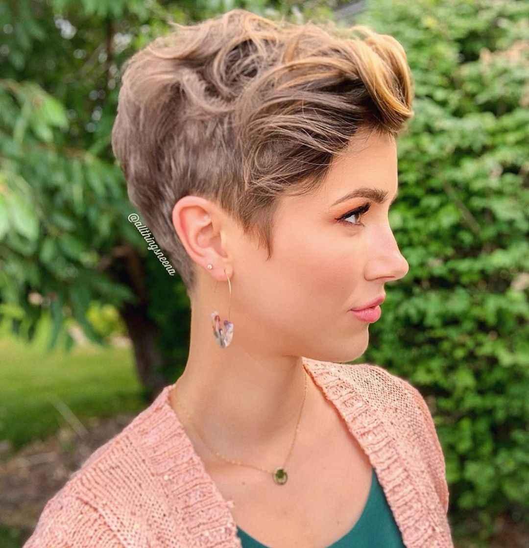 10 женственных вариантов стрижки Пикси на кудрявые и волнистые локоны