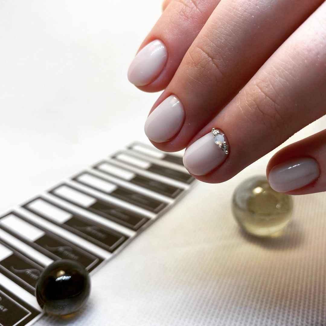 Новогодний маникюр на короткие ногти. Идеи, которые вас вдохновят!