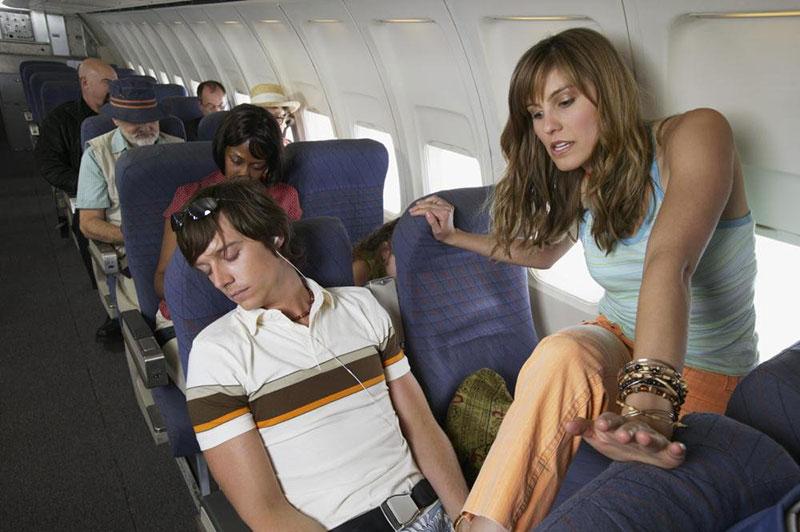 Что запрещено делать в самолете?