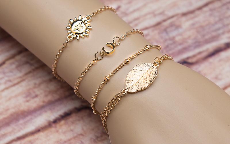 Как органично вписать в образ браслеты из разных материалов?