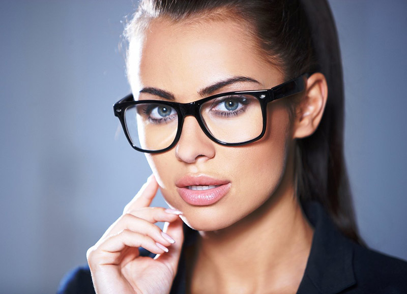 Как правильно подобрать оправу для очков с учетом особенностей внешности и актуальных дизайнерских решений?