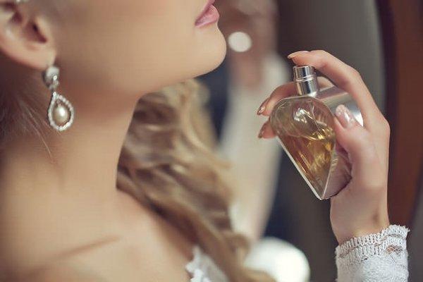 Как правильно пользоваться парфюмом летом?