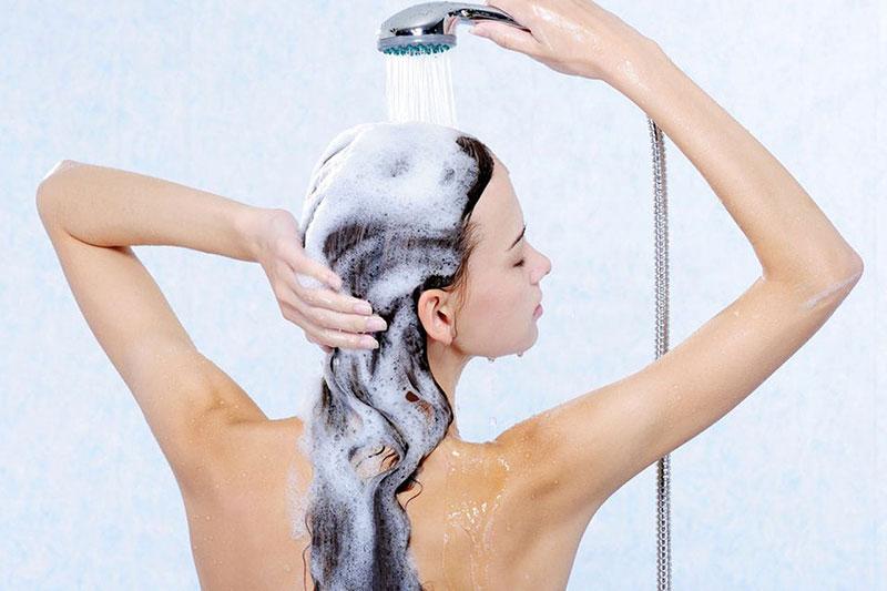 Как правильно сушить волосы после мытья?