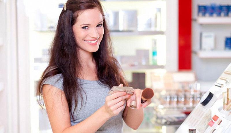 Как правильно тестировать косметику в магазине?