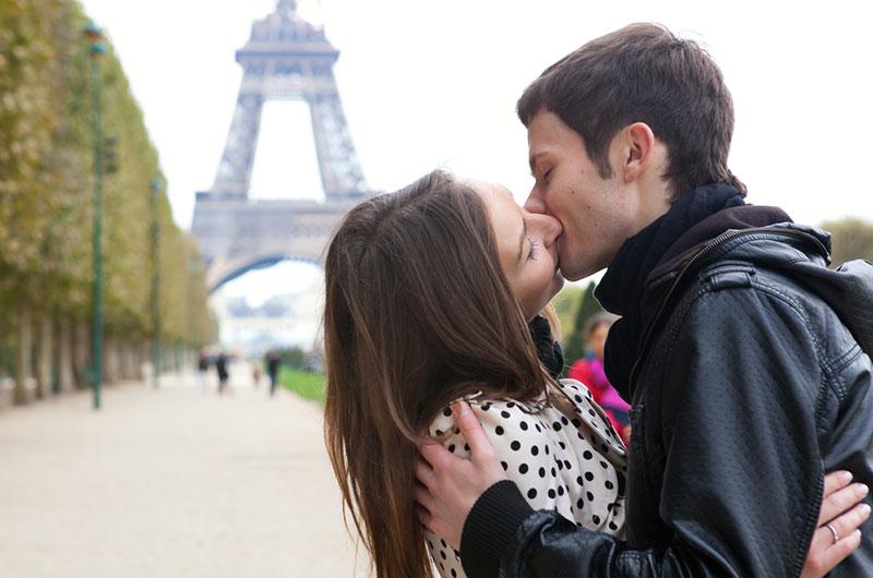 Как целуются люди, рожденные под разными знаками Зодиака?