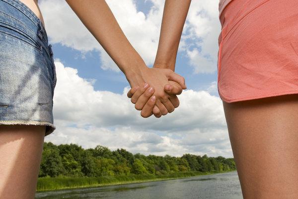 Как вы держите друг друга за руку? Это очень важно!