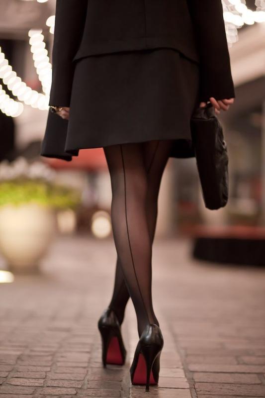 Колготки: как не ошибиться в их выборе, с чем носить и как надевать?