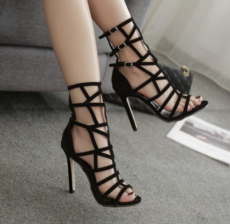 Модели босоножек на каблуках, которые идеально подойдут для выхода в свет