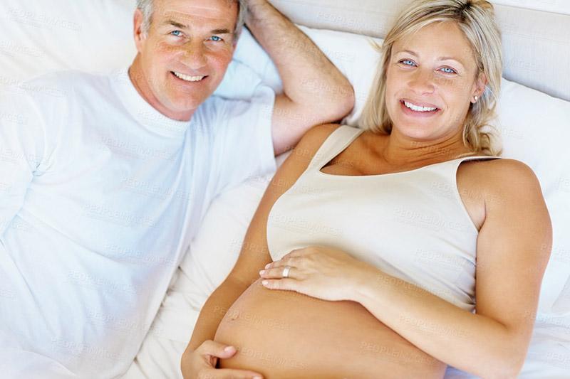 Плюсы и минусы позднего материнства