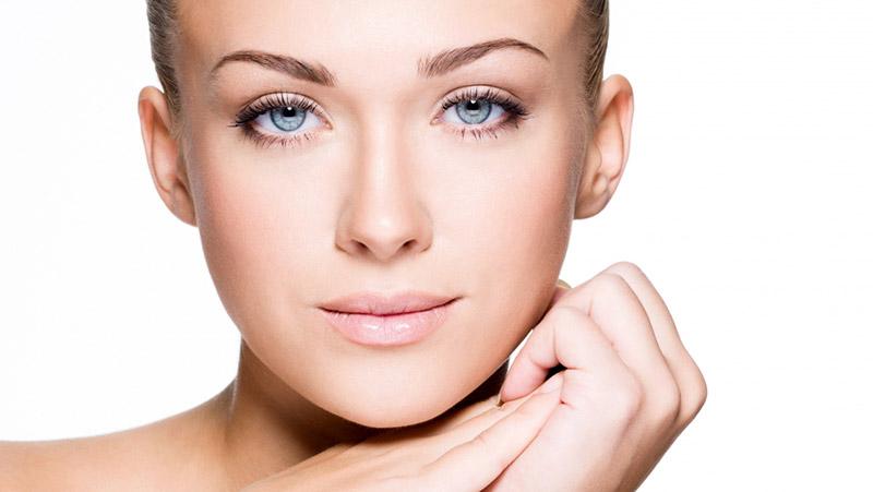 В каком возрасте нужно обращаться к косметологу, чтобы сохранить молодость кожи?