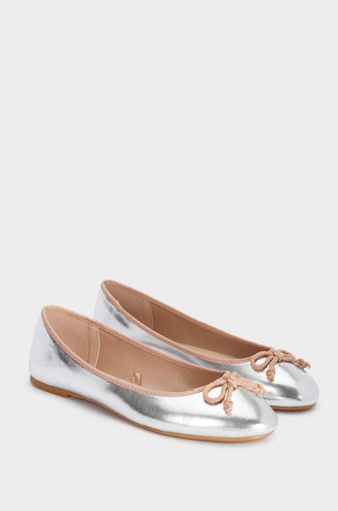 Весна 2019 подарит нашим женщинам не только теплую погоду, но и заставит ваши ножки порхать по дорожке