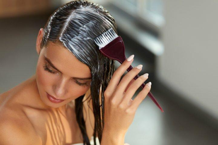 Выпадают волосы: что делать, чтобы сохранить шевелюру