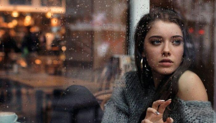Девушка за окном. На улице идет дождь. Чем заняться?