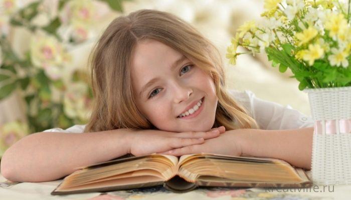 Ребенок с книгой девочка