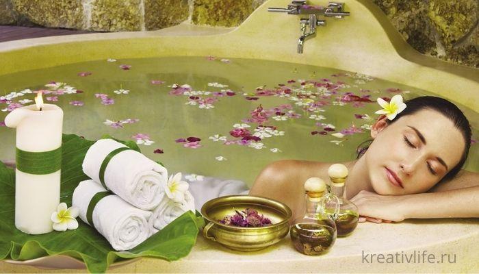Ванна с лепестками роз, арома маслами