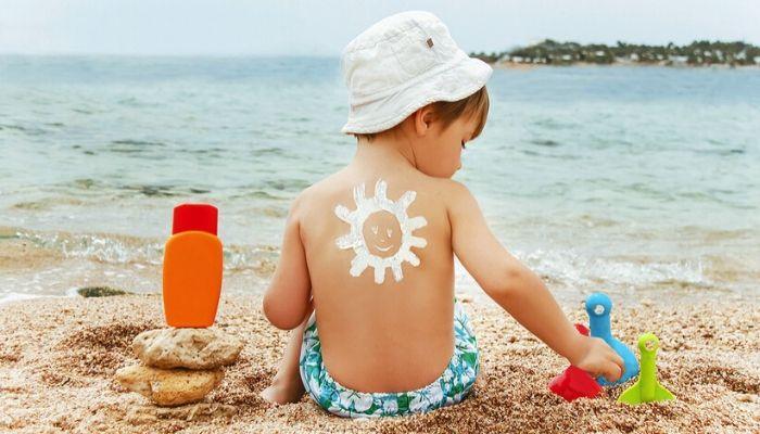 Как защитить ребенка от солнечных ожогов и других опасностей